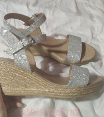 Srebrne sandale s ukljucenom postarinom