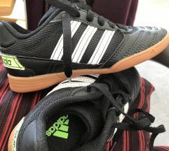 Adidas nove dječje tenisice br 28
