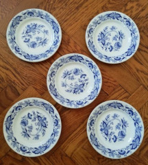 5 plitkih tanjura