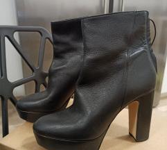 Zara crne kožne čizme na petu