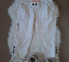 Nove bijele 3/4 hlače