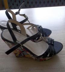 Lakirane sandale, vel. 37