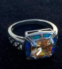 Posrebreni prsten plavi fire opal vel. 7