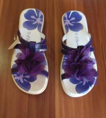 NOVE  natikače sandale 33