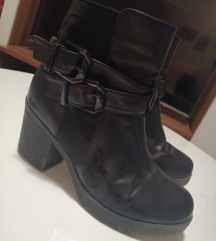 Crne čizme s petom