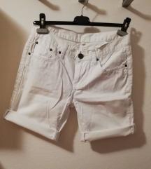 Kratke bijele hlačice vl. 36