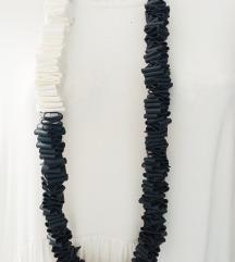 Crno bijela ogrlica