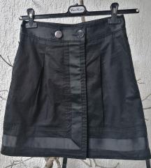 Crna suknja u retro stilu