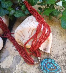 Koraljna ogrlica s velikim medaljonom