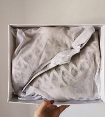 Nove štikle (u kutiji, sve)