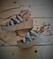 Ljetne sandale na punu petu