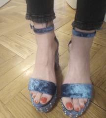 Bershka sandale sa zakovicama plave