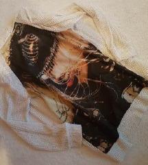 Majica na kopčanje sa slikom na leđima