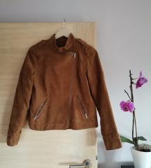 Jesenska smeđa jakna