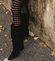 Crne čizme od brušene kože do koljena