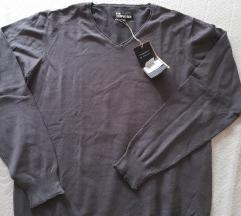 Novi pulover sa etiketom XL