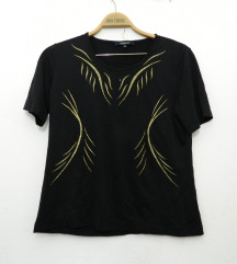 Crna majica sa zlatnim dizajnom