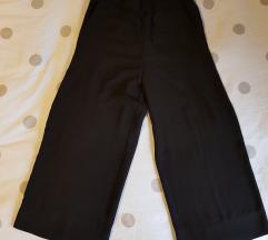 Crne široke capri hlače