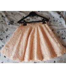Lepršava suknja od čipke