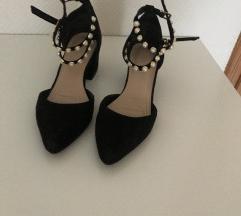 Shoebox cipele na blok petu s biserima