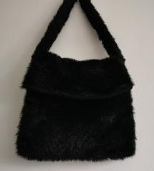 Dlakava zimska crna torba