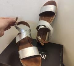 Sandale - kožne, srebrne (INUOVO)