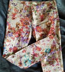 Zara cvjetne traperice 38