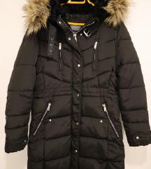 Bershka nova crna jakna