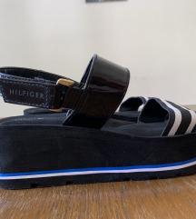 Hilfiger crne sandale