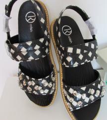 Nove crno bijele sandale 38