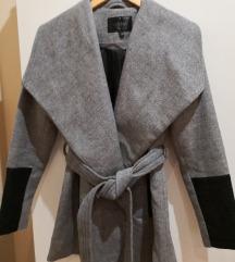 Sivi kaput s vunom