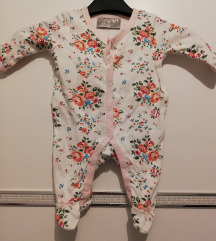 Nova pidžama za bebu