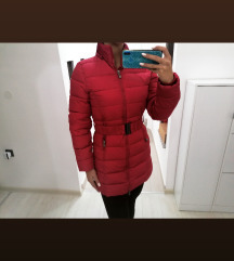 Nova crvena jakna s remenom S