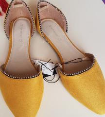 nove prekrasne sandale vel 38