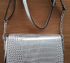 NOVO Sinsay srebrna torbica