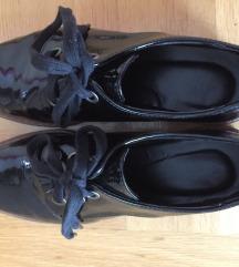 Kožne lakirane  cipele