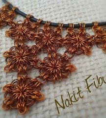 Cvijetna bakrena ogrlica