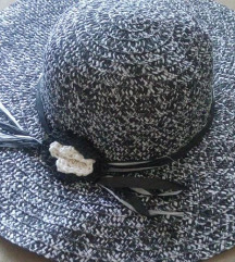Predivan novi šešir