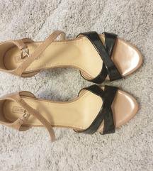 Kozne lakirane sandale