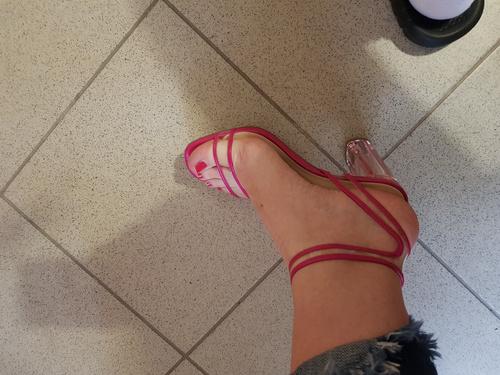 **SNIZENO** Sandale na petu
