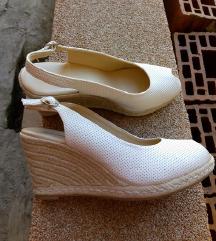 Bijela sandale na punu petu