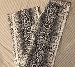 Bershka zmijske hlače vel. XS