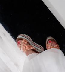 Nove sandale puna peta