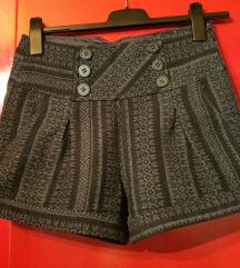 Kratke zimske hlače Zara