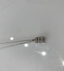 Srebrena ogrlica slovo E