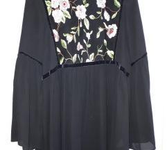 Crna košulja sa cvjetnim uzorkom