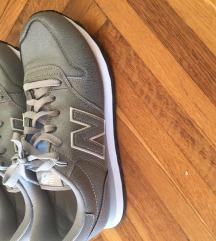 New Balance srebrne tenisice vel 39 NOVE
