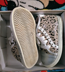 Josh leopard srebrne starkice