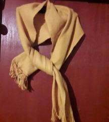 Široki i dugi žuti šal