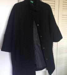 Benneton crni kratki kaput